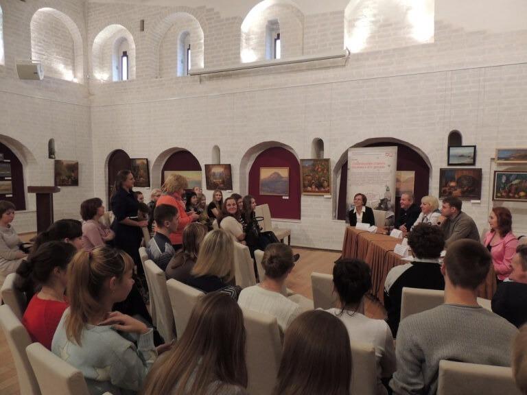 gallery_1_uchastie-mjeboo-zeljonyj-poljus-v-kruglom-stole